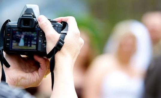 Свадебный фотограф: какими качествами он должен обладать?